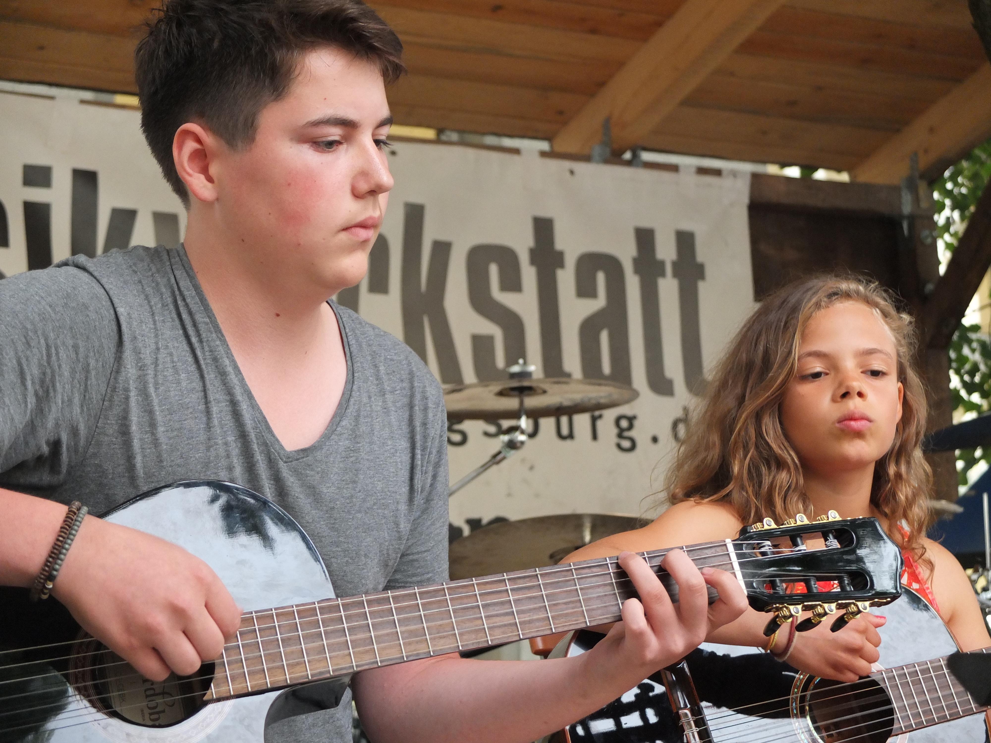 Guitar Juniors